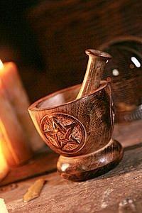 Holzmörser mit Pentagramm