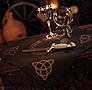 Altartuch schwarz mit goldener Triquetta